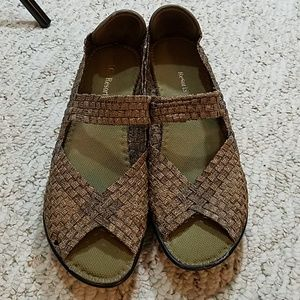 CC Resorts sandals in metallic weave